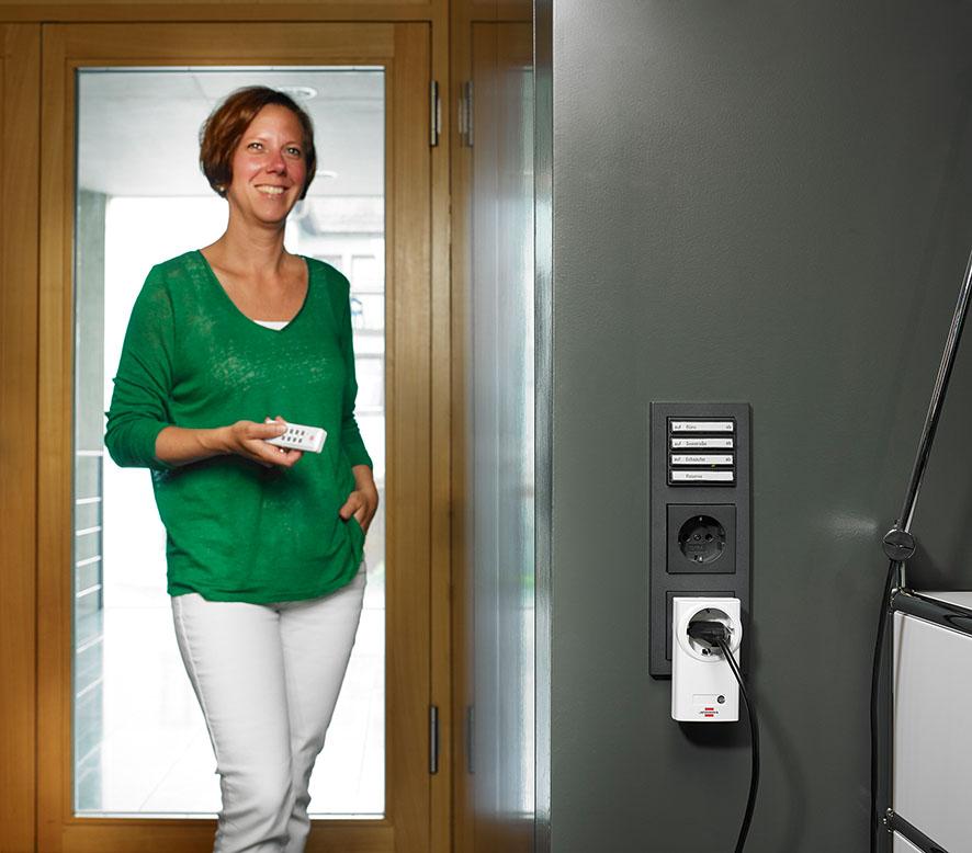 brennenstuhl kabeltrommel 40m super solid ip44 gewerbe baustellen kabeltrommel ebay. Black Bedroom Furniture Sets. Home Design Ideas